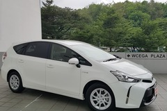Long Term Lease: Toyota Prius Alpha Hybrid
